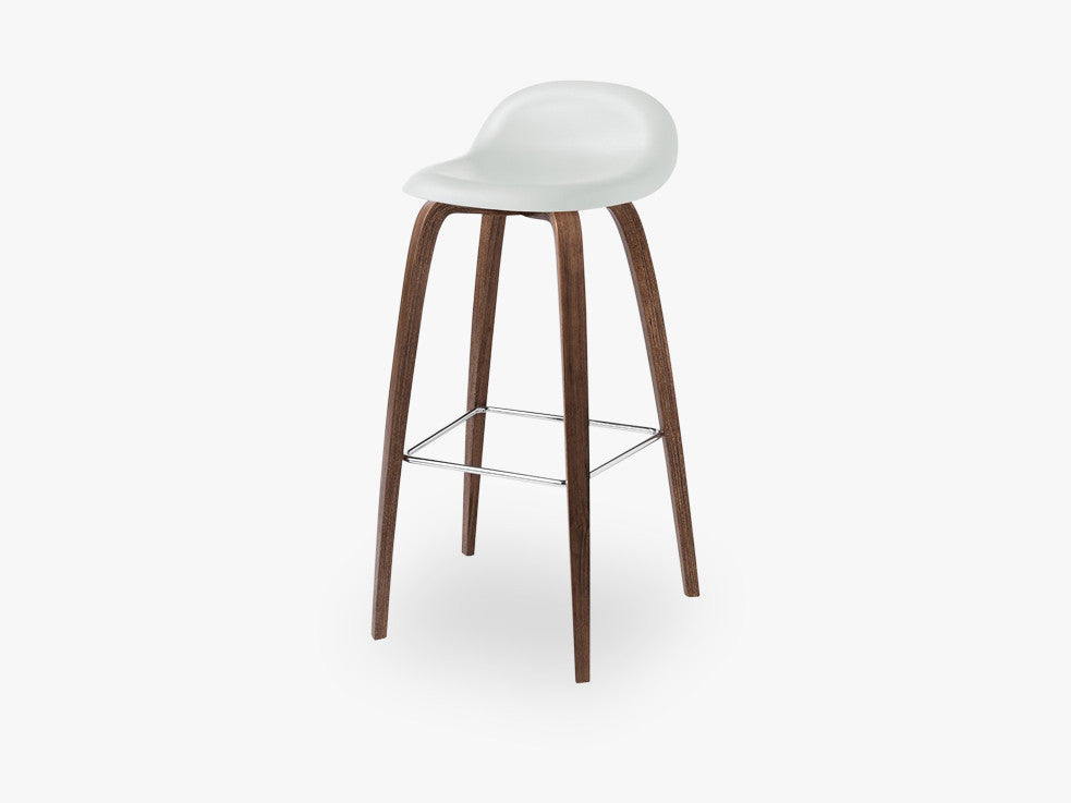 3D Bar Stool - Un-upholstered - 75 cm American Walnut base, White Cloud shell fra GUBI