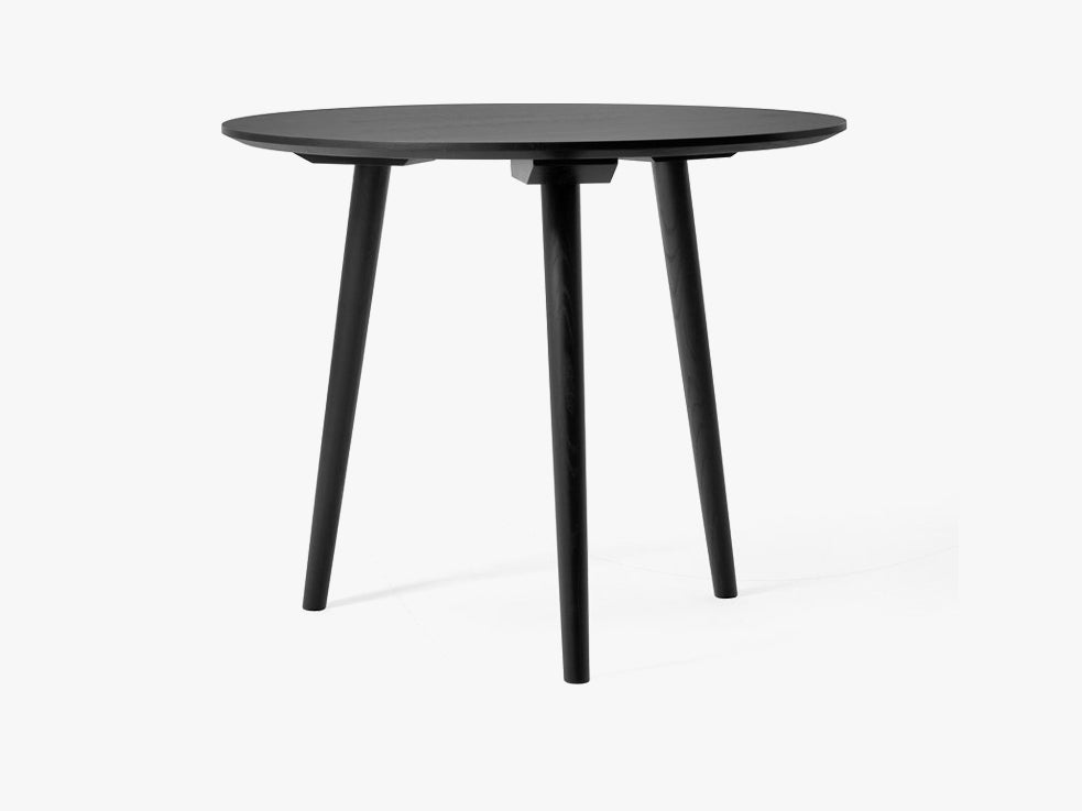 In Between Table - SK3 - Ø90cm, black oak fra &tradition
