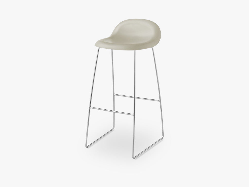 3D Bar Stool - Un-upholstered - 75 cm Sledge Crome base, Moon Grey shell fra GUBI