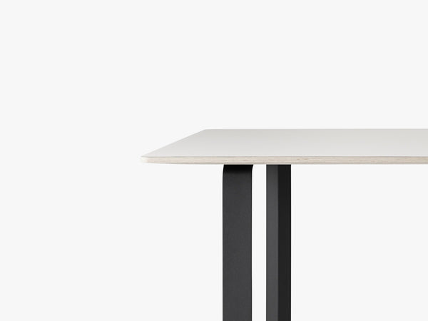 70-70 Table - Large, White/Black fra Muuto