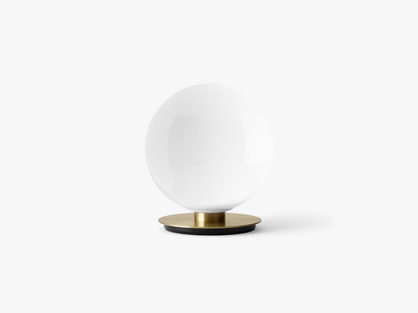 TR Bulb, Ceiling/Wall Lamp, Brushed Brass, Shiny Opal Bulb fra Menu