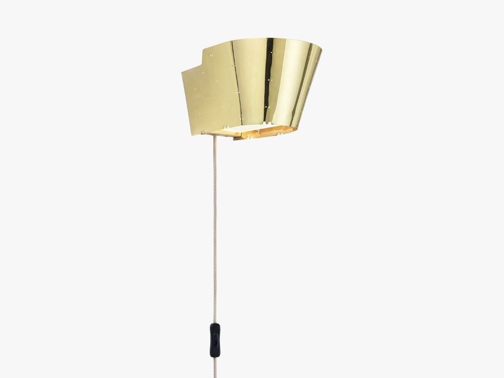 9464 Wall lamp, All brass fra GUBI