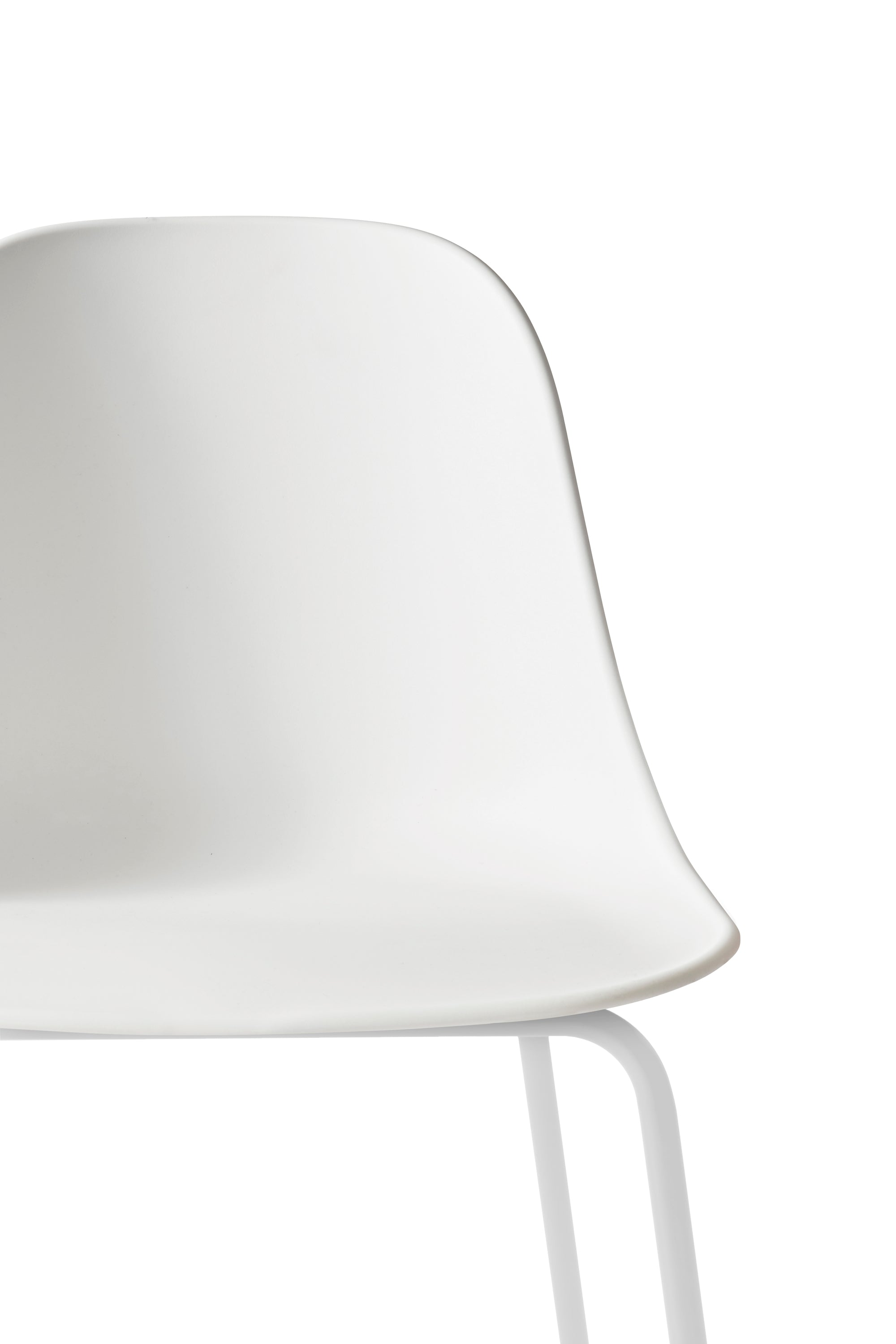 Harbour Side Chair - Bar, Light Grey Base/White Shell fra Menu