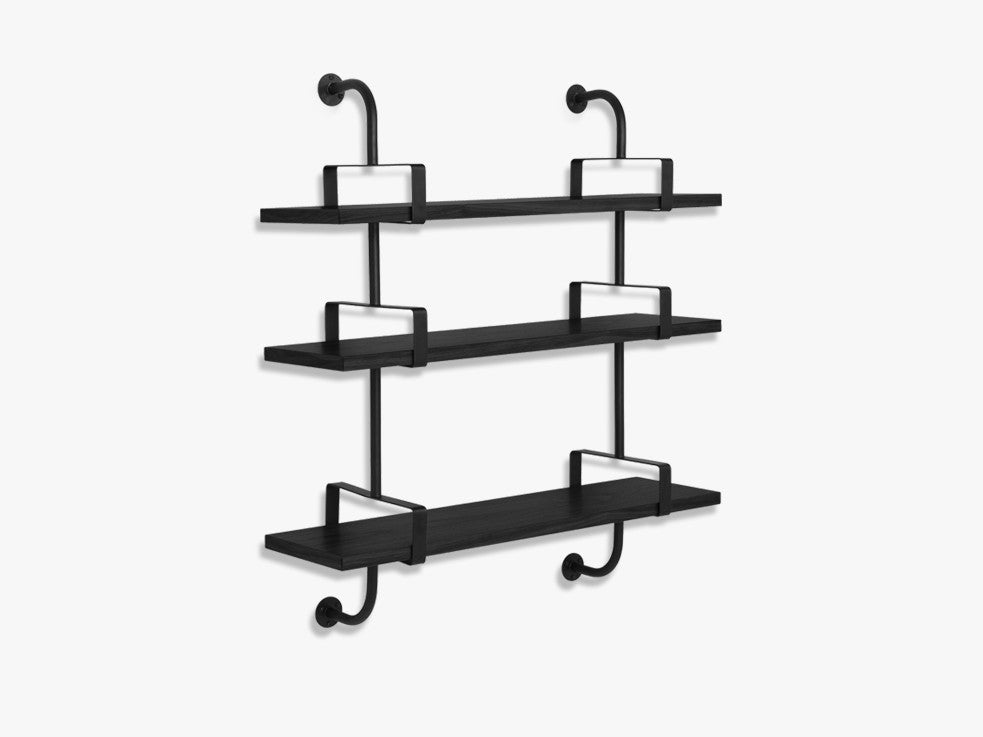 Démon Shelf - 2 Brackets - 95 cm 3 shelves, Black Stained Ash shell fra GUBI