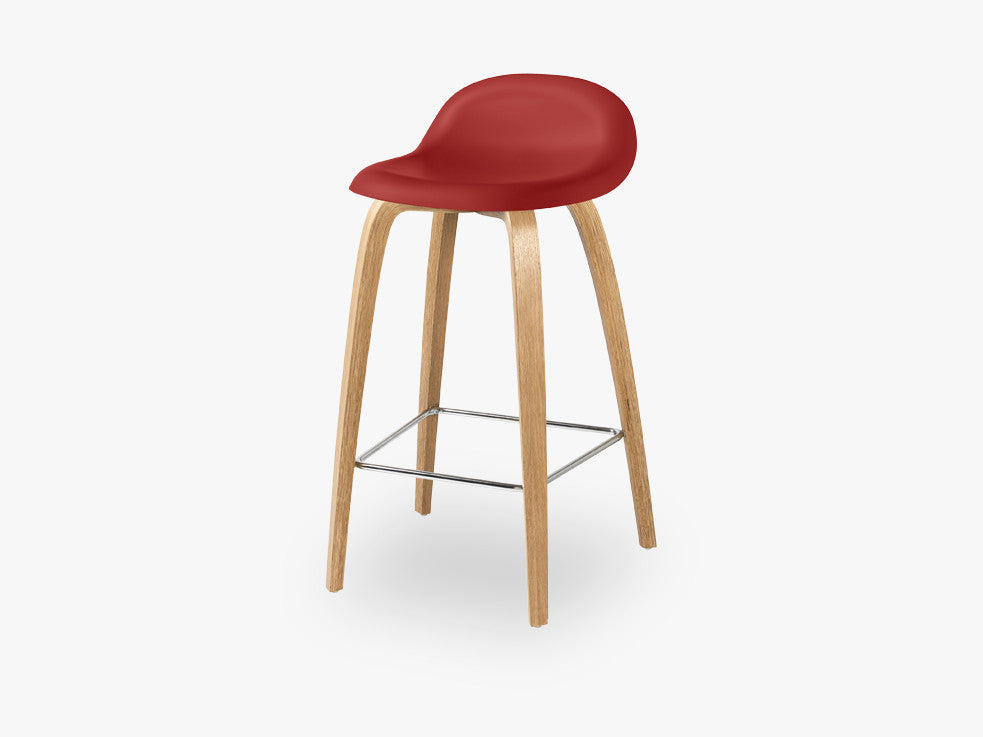 3D Counter Stool - Un-upholstered - 65 cm Oak base, Shy Cherry shell fra GUBI
