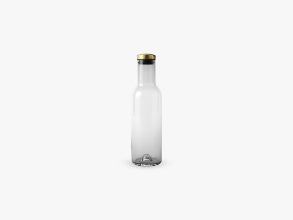 Bottle Carafe 1L w Lid, Smoke/Brass fra Menu