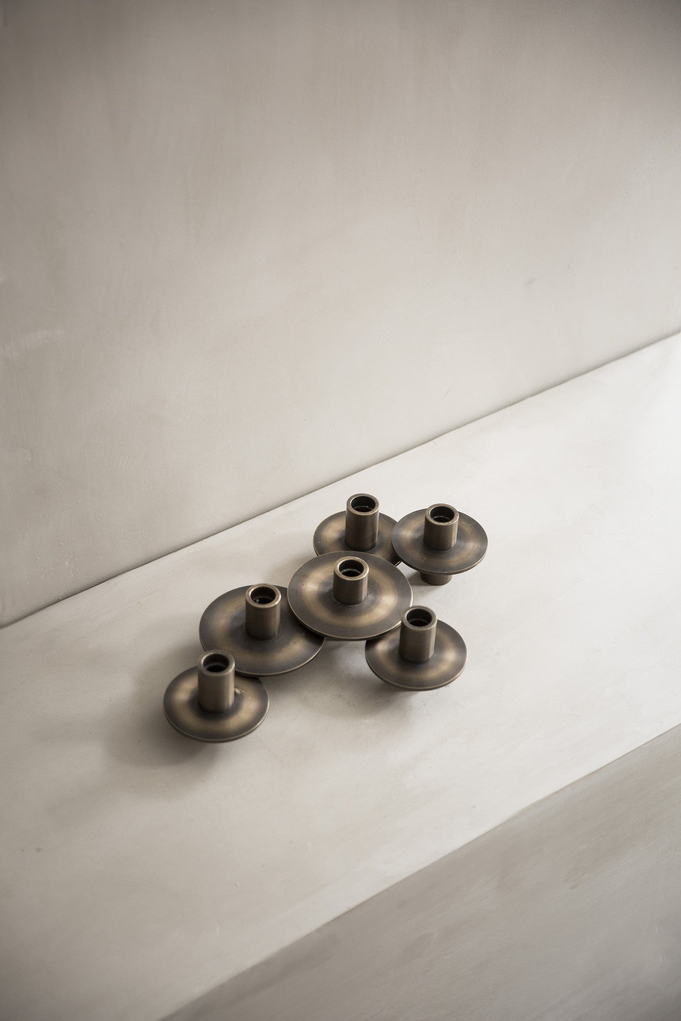 Antipode Candle Holder 01, Mirror Polished Brass fra Menu