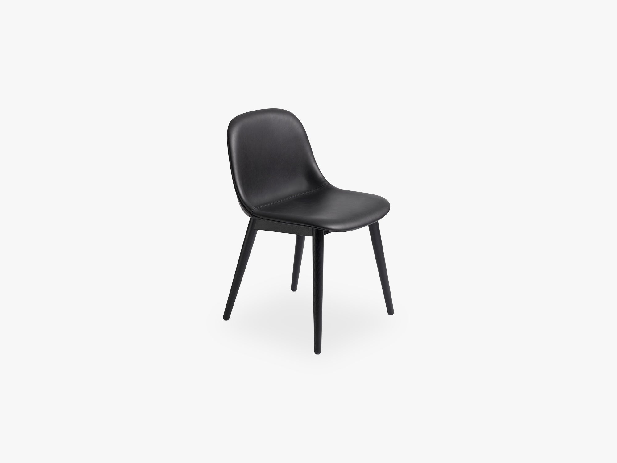 Fiber Side Chair - Wood Base - Leather Shell, Silk Leather - Black/Black fra Muuto