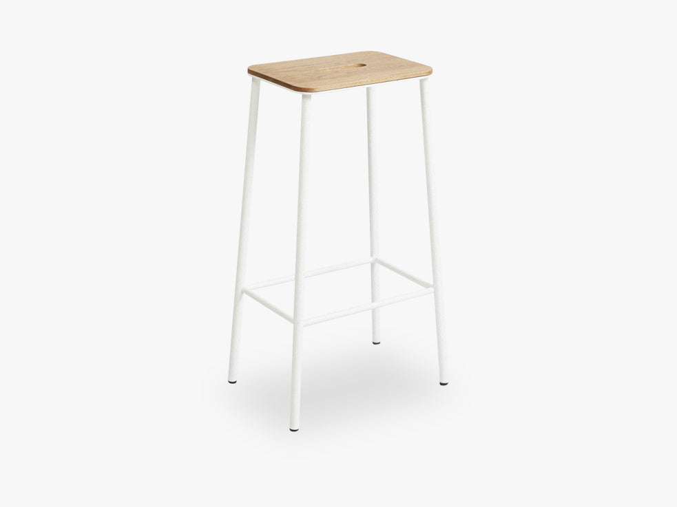Adam Stool H76, Matt White Leather fra FRAMA