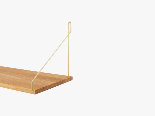 Shelf, oak w brass brackets fra FRAMA
