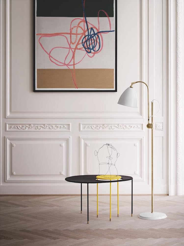 Bestlite BL3 Floor Lamp - Ø21 - Brass Base, Matt White fra GUBI