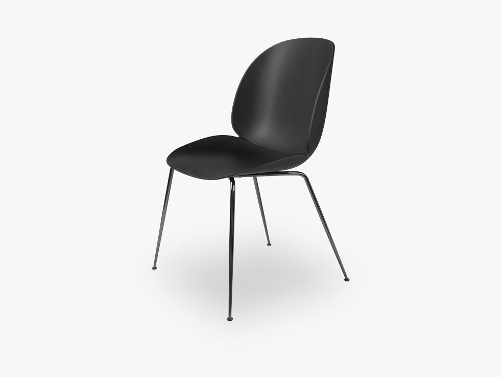 Beetle Dining Chair - Un-upholstered Conic Black Chrome base, Black shell fra GUBI