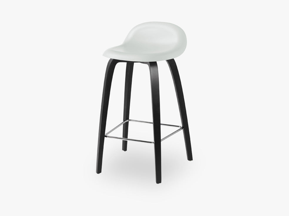 3D Counter Stool - Un-upholstered - 65 cm Black Stained Beech base, White Cloud shell fra GUBI