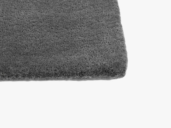 Raw Rug No 2, Dark Grey fra HAY