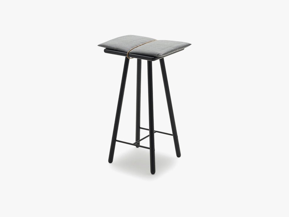 Georg Bar Stool Low, Black fra SKAGERAK