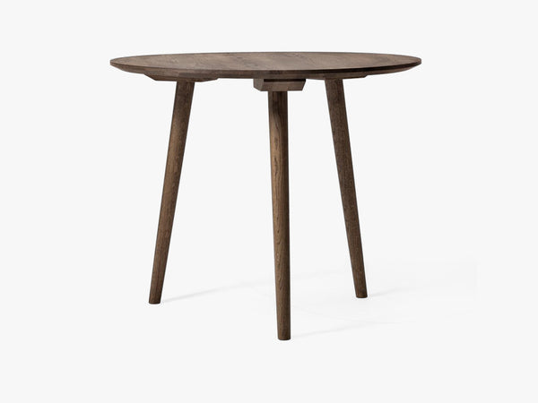 In Between Table - SK3 - Ø90cm, smoked oak fra &tradition