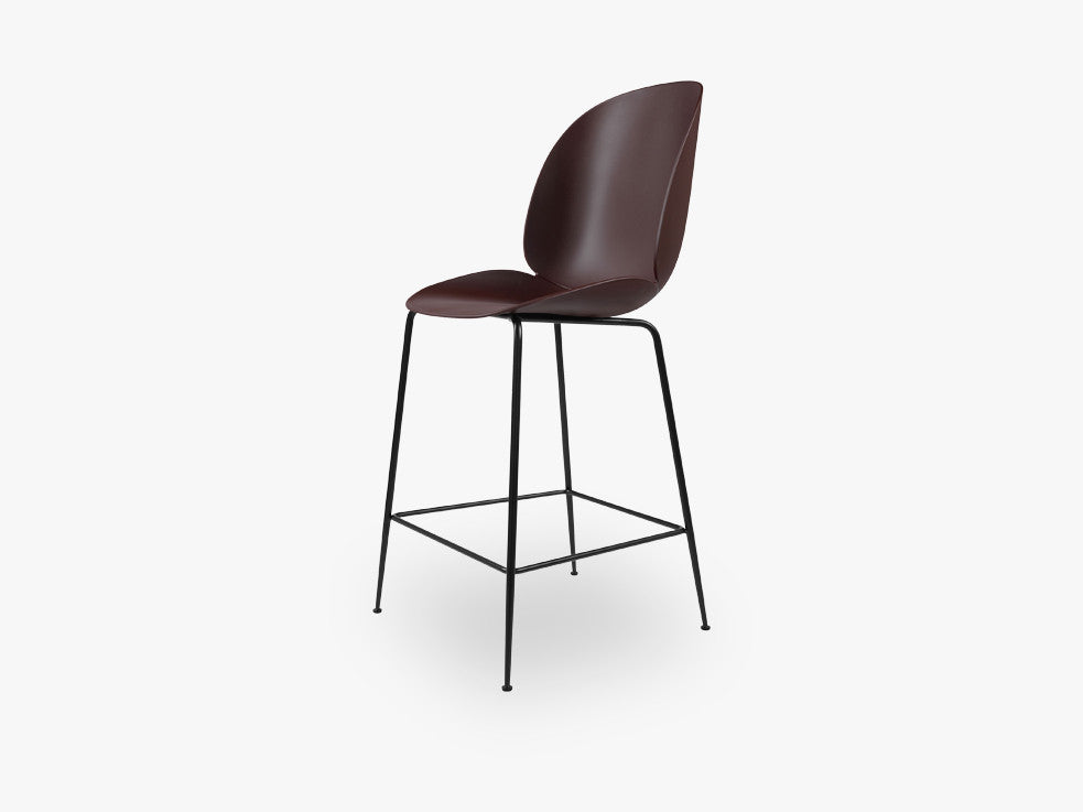 Beetle Counter Chair - Un-upholstered - 64 cm Conic Black base, Dark Pink shell fra GUBI