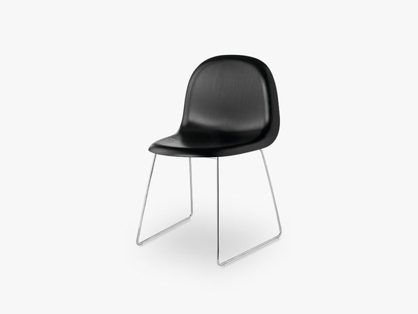 3D Dining Chair - Un-upholstered - Stackable Sledge Crome base, Black Stained Beech shell fra GUBI