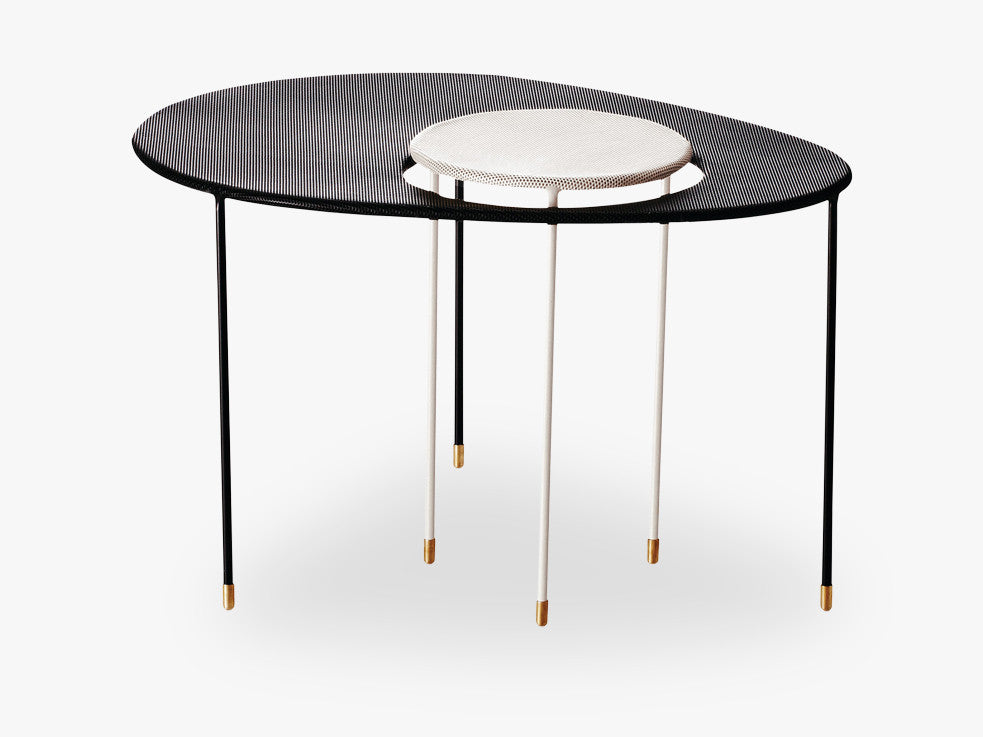 Kangourou Coffee Table, Black base, Black/White top fra GUBI