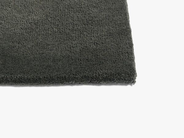 Raw Rug No 2, Dark Green fra HAY