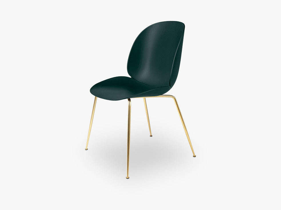 Beetle Dining Chair - Un-upholstered Conic Brass base, Green shell fra GUBI