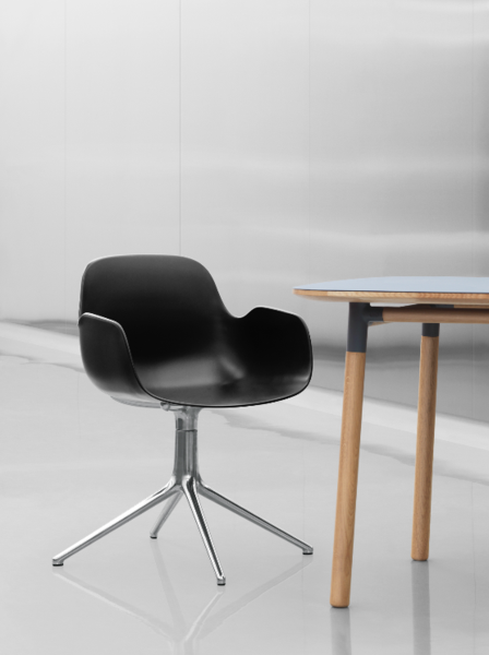 Form Armchair Swivel, Sort, Alu fra Normann Copenhagen