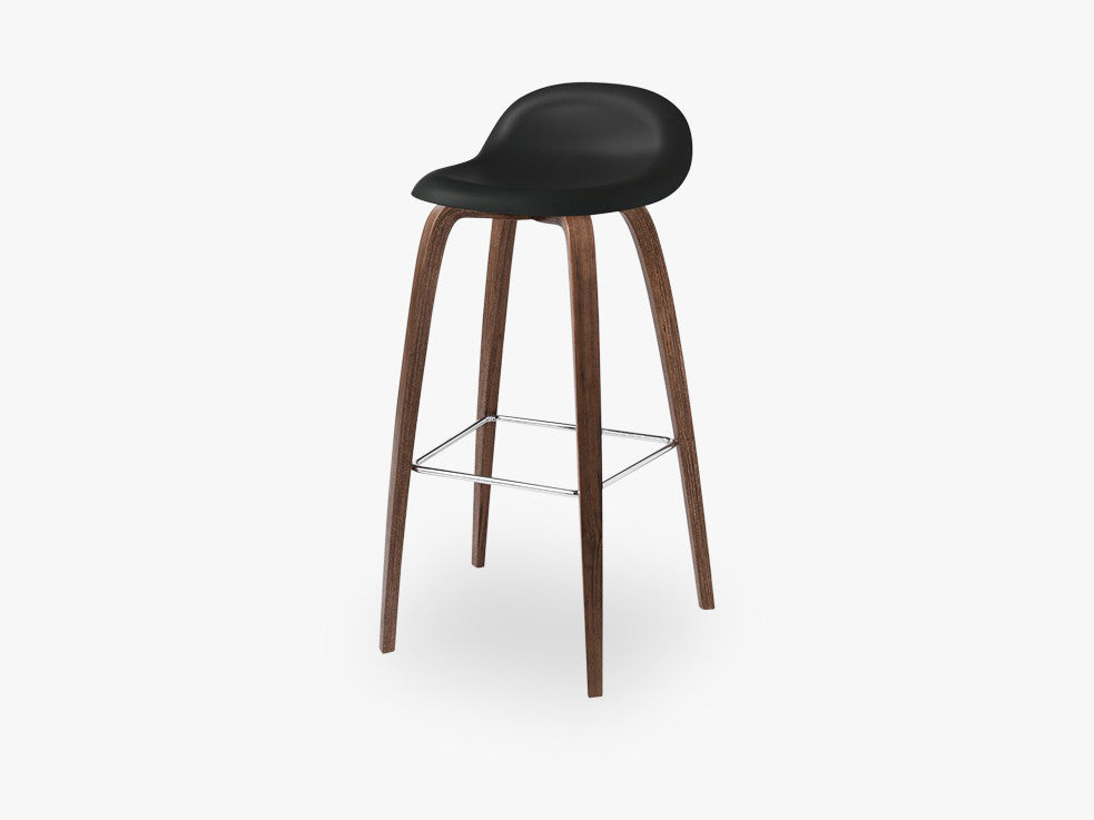 3D Bar Stool - Un-upholstered - 75 cm American Walnut base, Midnight Black shell fra GUBI