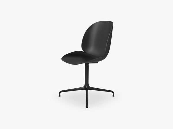 Beetle Meeting chair - Un-upholstered - 4-star swivel Black base, Black shell fra GUBI