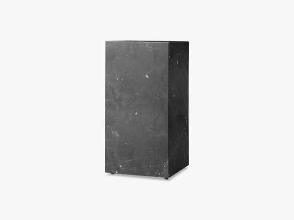 Plinth Tall, Sort Marmor fra Menu