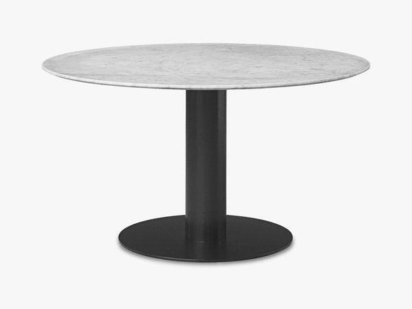 GUBI 20 Dining Table - Round - Dia 130 ,Black base, marble white top fra GUBI