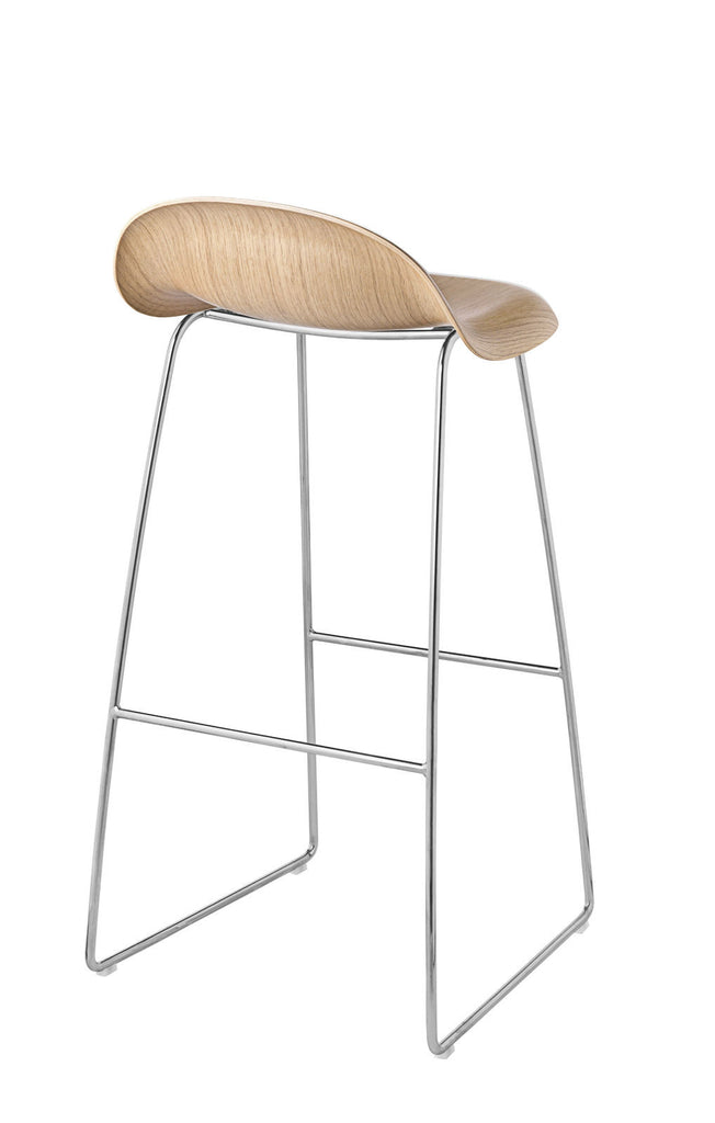 3D Bar Stool - Un-upholstered - 75 cm Sledge Crome base, Oak shell fra GUBI