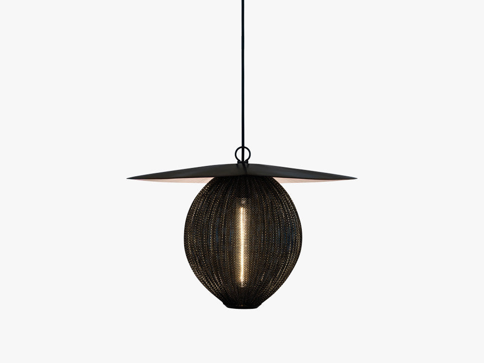 Satellite Pendant - M (Ø22,5), Midnight Black fra GUBI