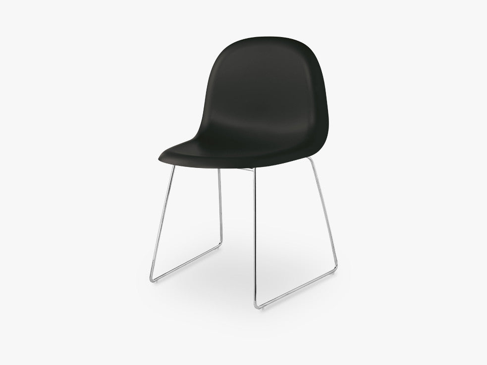 3D Dining Chair - Un-upholstered Sledge Crome base, Midnight Black shell fra GUBI