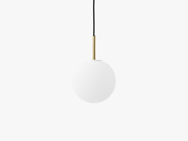 TR Bulb, Ceiling/Wall Lamp, Brushed Brass, Matt Opal Bulb fra Menu