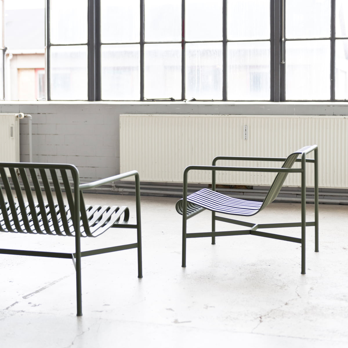 Palissade Lounge Chair - Low, Sky Grey fra HAY