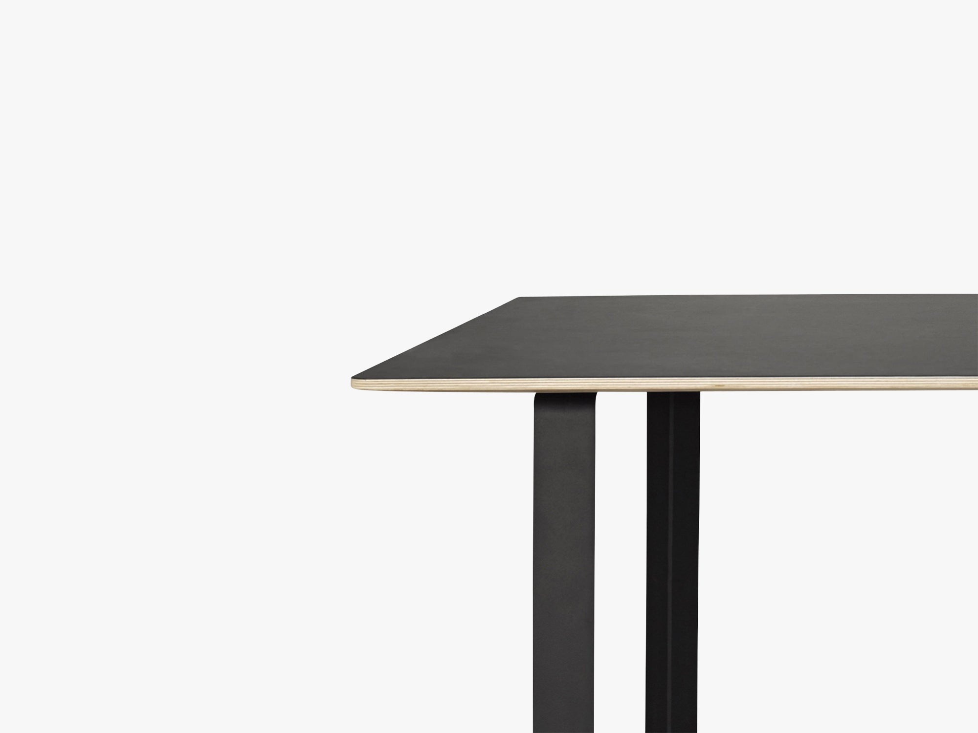 70-70 Table - Small, Black/Black fra Muuto