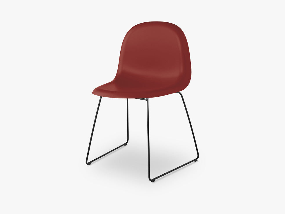 3D Dining Chair - Un-upholstered Sledge Black base, Shy Cherry shell fra GUBI