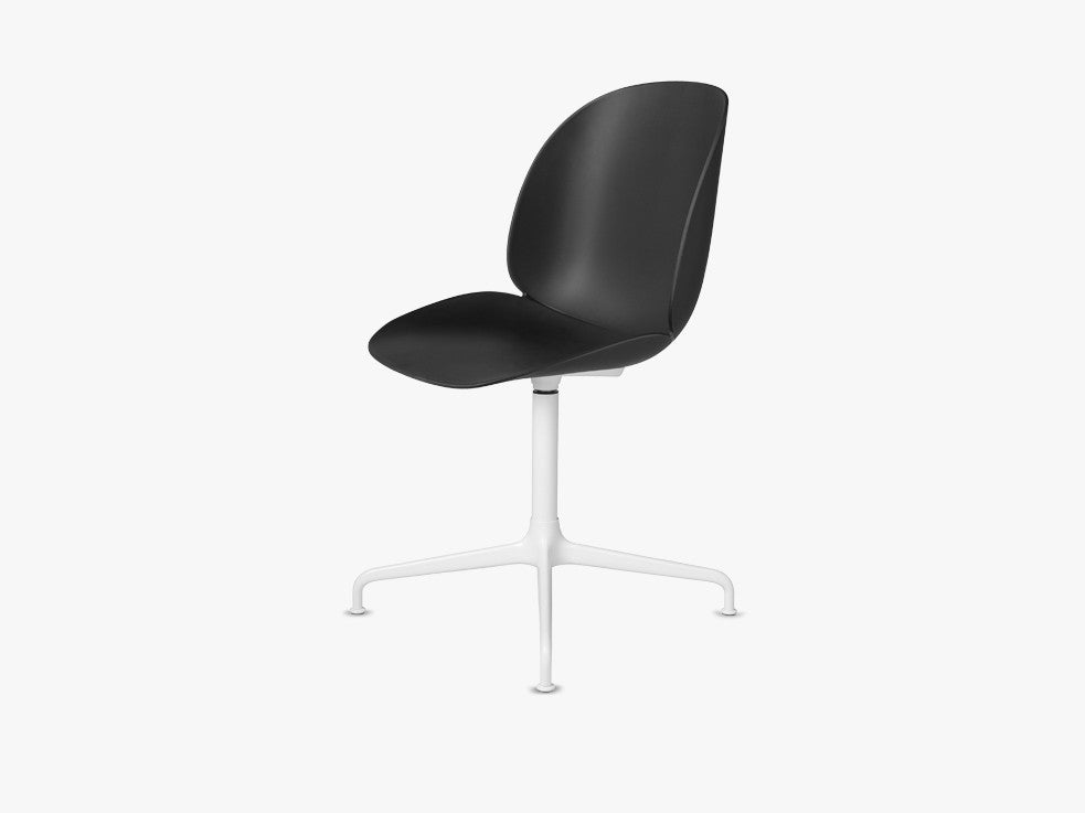 Beetle Dining Chair - Un-upholstered Casted Swivel base White, Black shell fra GUBI