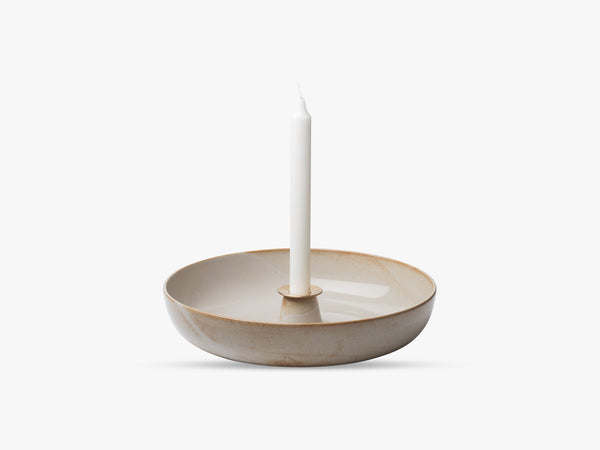 Earthenware Light Tray, Pale sakura + Brass manchet Ø30 fra Fritz Hansen