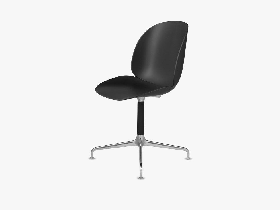 Beetle Dining Chair - Un-upholstered Casted Swivel base Aluminium, Black shell fra GUBI