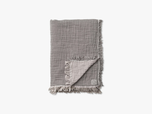 Collect Throw SC33, Cloud/Slate fra &tradition