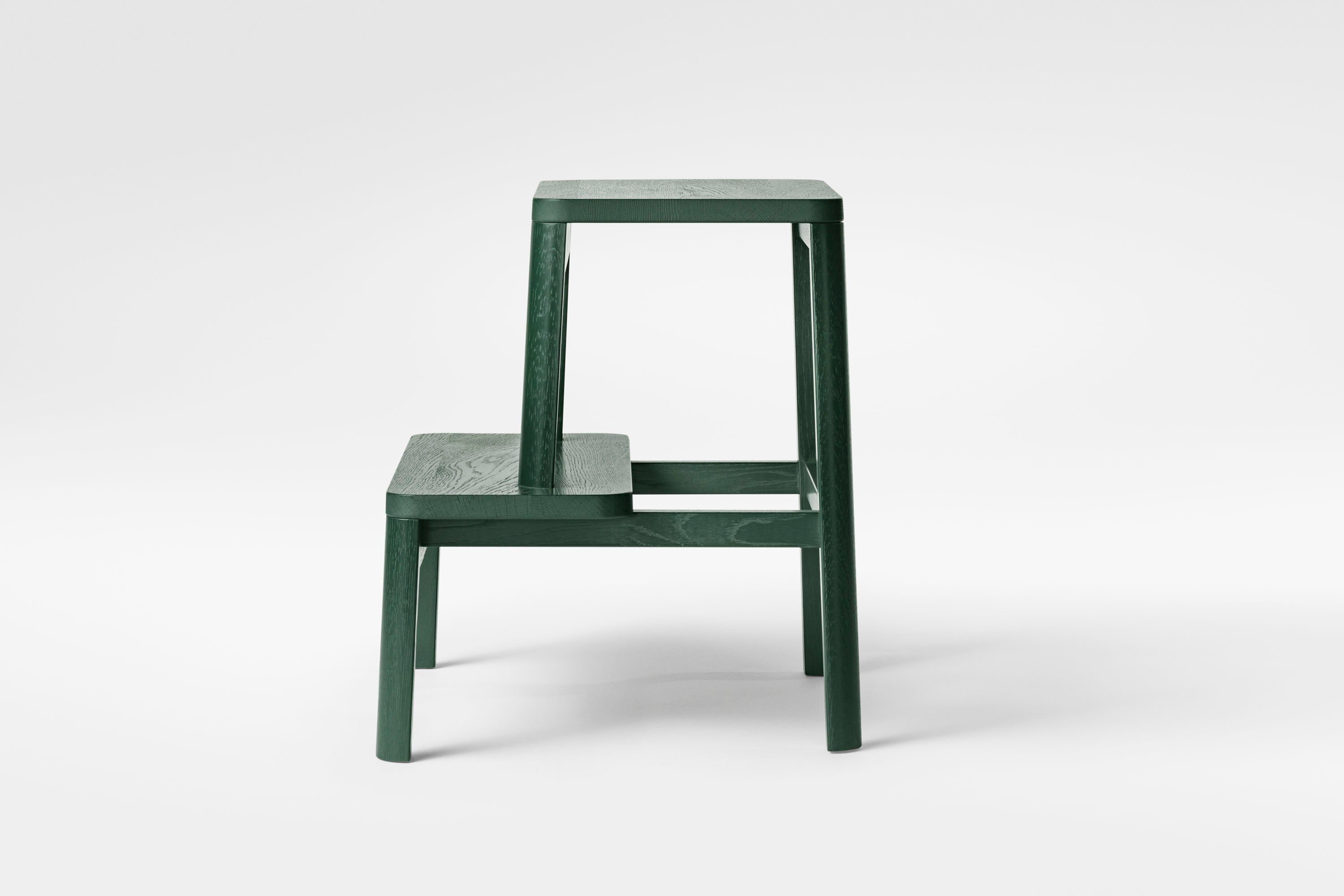 Arise Stool, Dark Green Oak fra MILLION