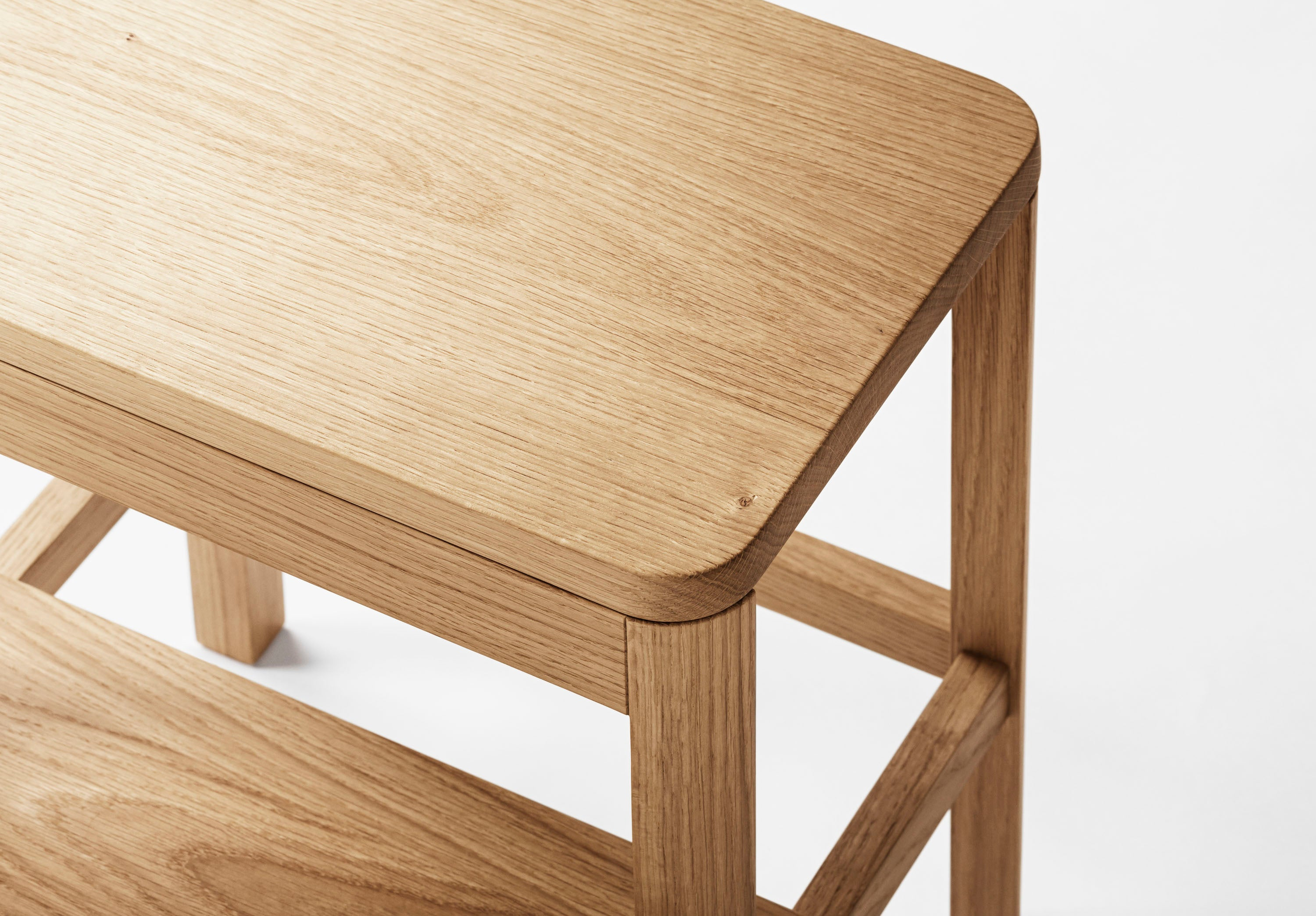 Arise Stool, Natural Oak fra MILLION