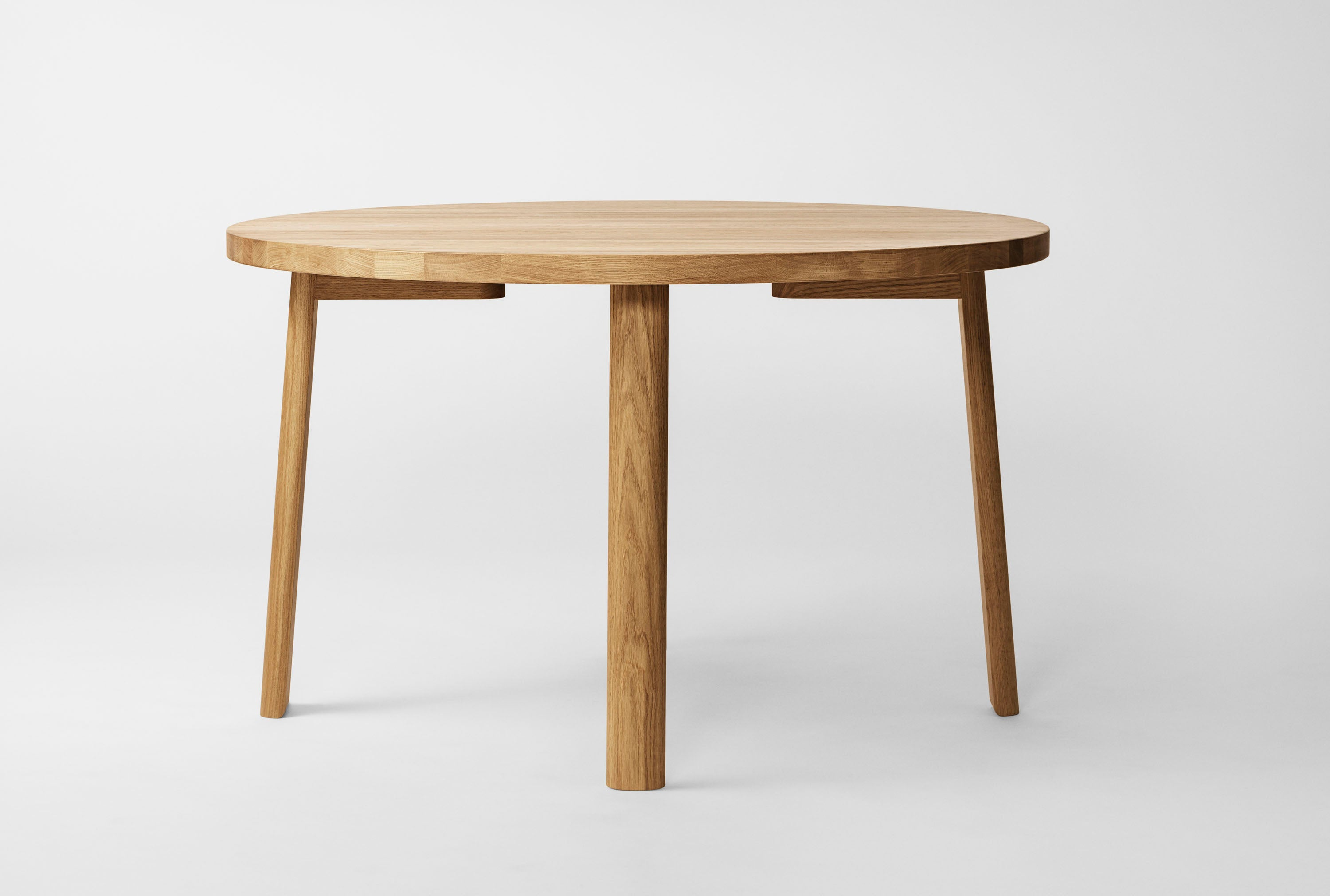 Ease Dining Table Ø120, H73 Oak Natural fra MILLION