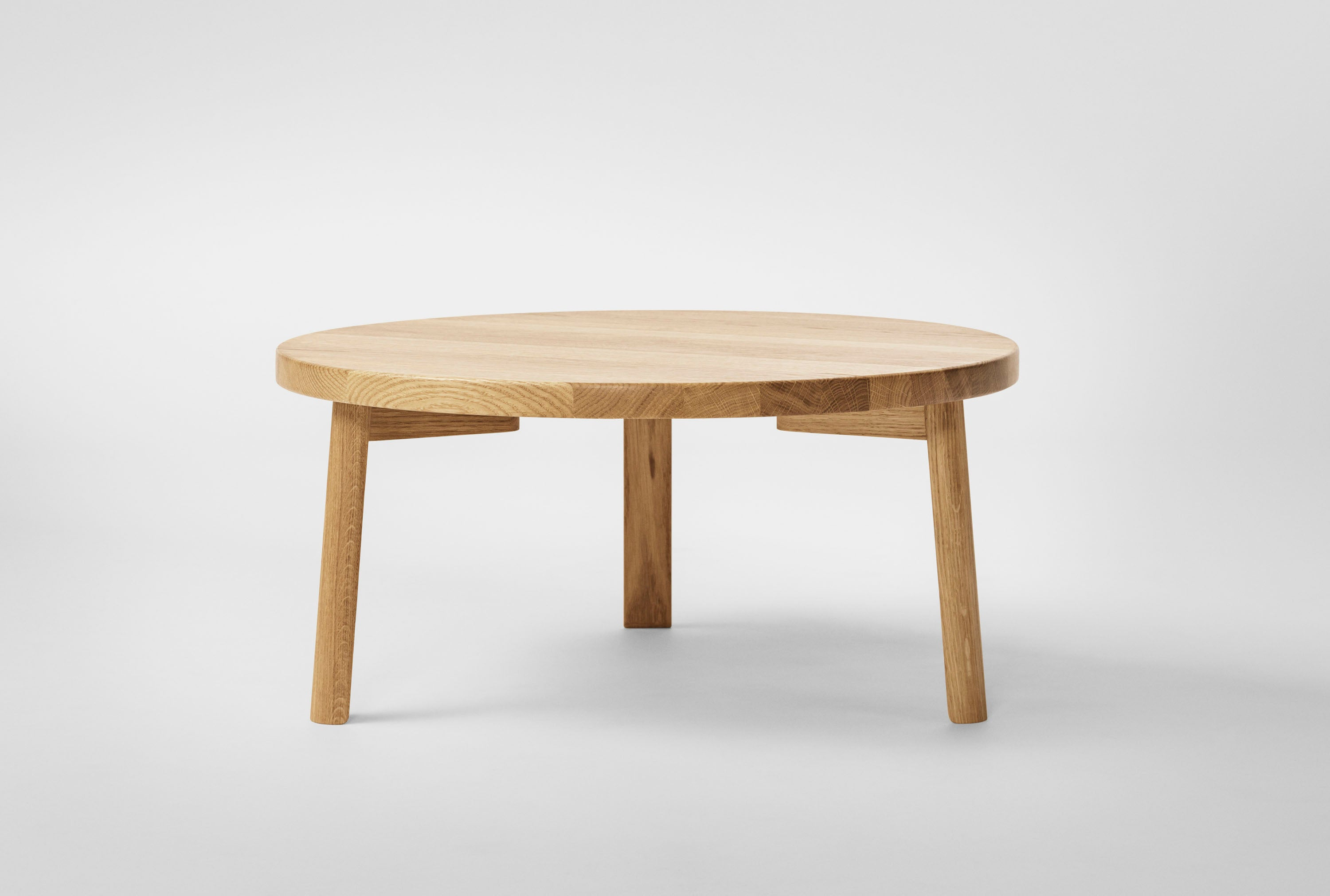Ease Lounge Table Ø70, H33 Oak Natural fra MILLION