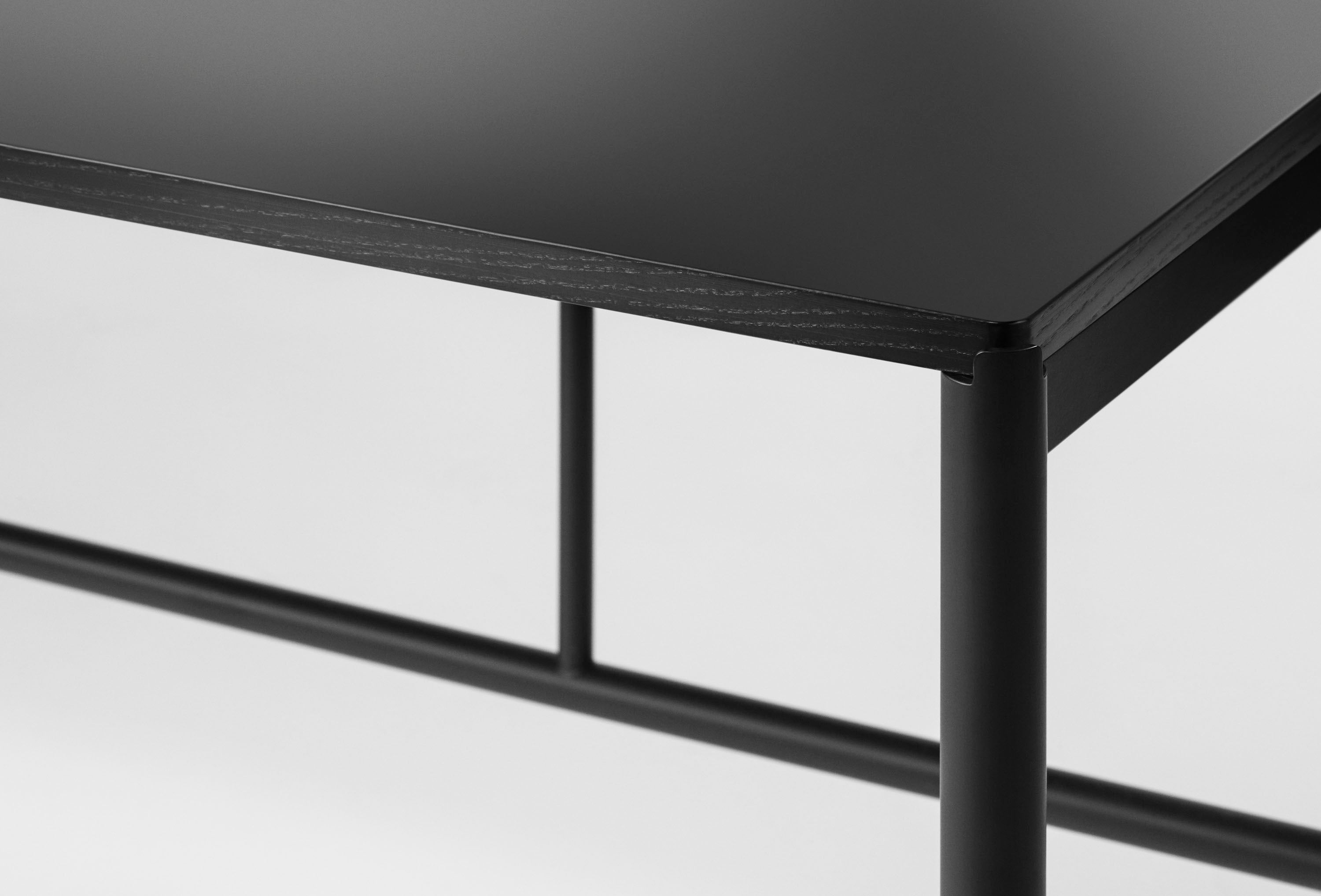 Mies Conference Table C1 Black/Black Nanotech Laminate fra MILLION