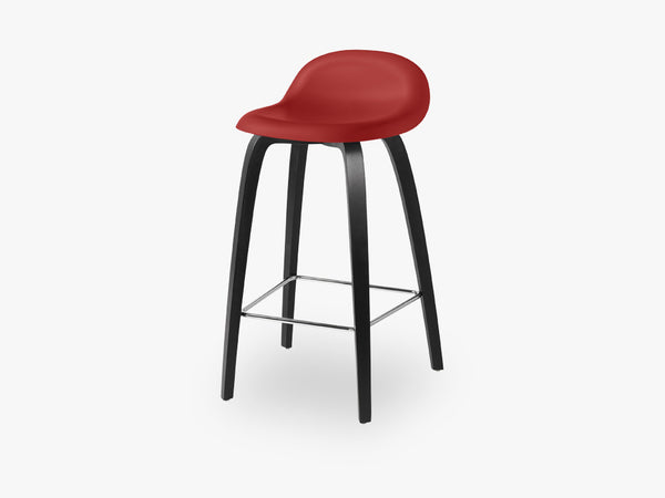 3D Counter Stool - Un-upholstered - 65 cm Black Stained Beech base, Shy Cherry shell fra GUBI