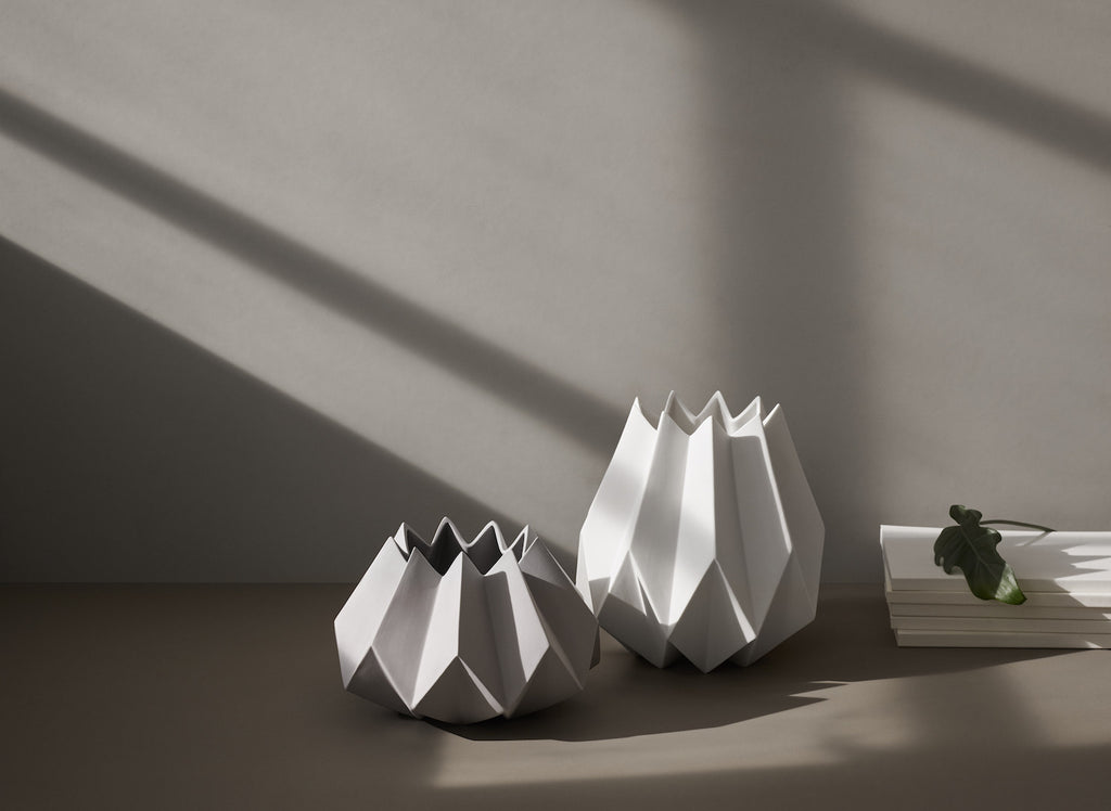 Folded Vase, Low, Taupe fra Menu