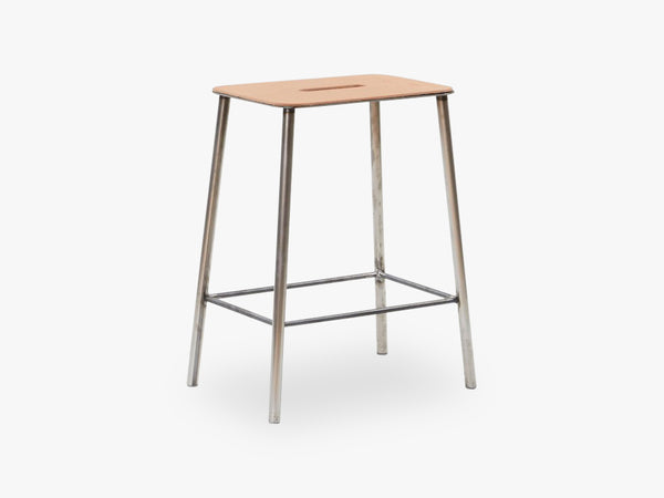 Adam Stool H50, Raw Steel Leather fra FRAMA