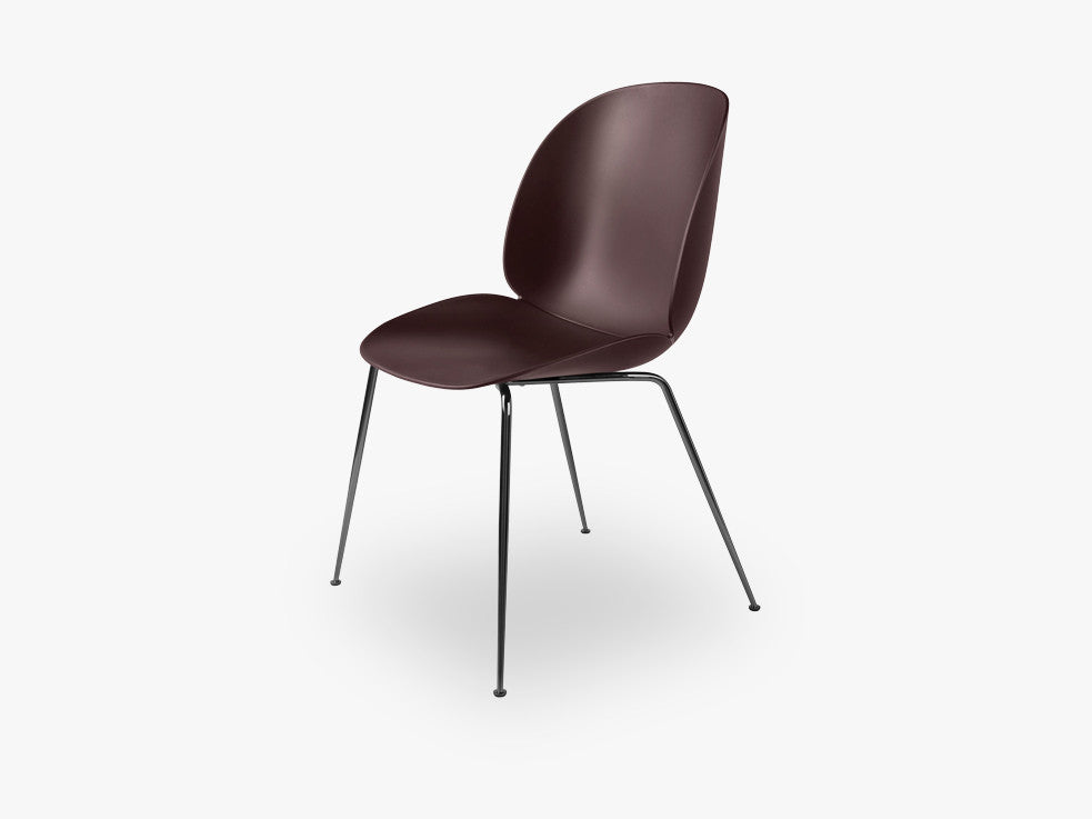 Beetle Dining Chair - Un-upholstered Conic Black Chrome base, Dark Pink shell fra GUBI